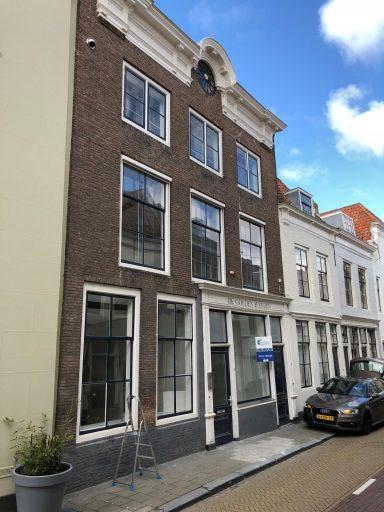 Afbeelding #001 voor het verhaal Oude winkels worden appartementen, ook in de Korte Noordstraat