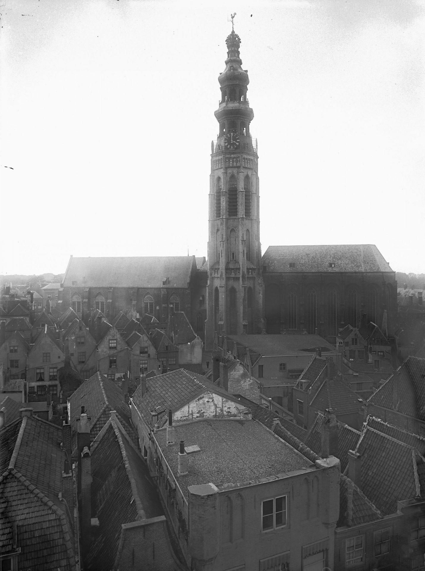 Afbeelding #000 voor het verhaal Over de verdwenen bierbrouwerij en likeurstokerij onder de Lange Jan in Middelburg
