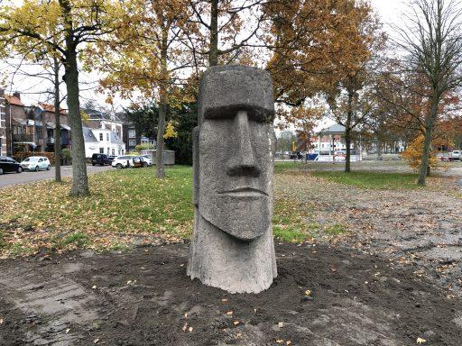 Afbeelding #000 voor het verhaal Paaseilandbeeld van Peter de Jong vindt nieuwe bestemming in Park Molenwater