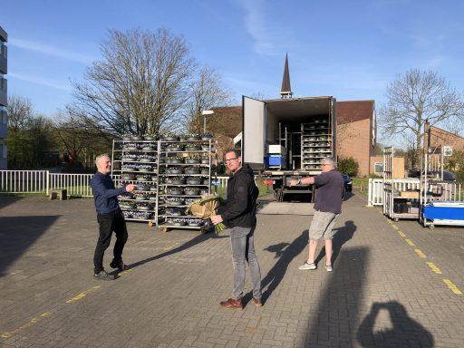 Afbeelding #001 voor het verhaal Petje af voor onderwijsmedewerkers of: het dak op bij Nehalennia