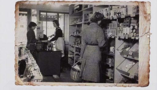 Afbeelding #000 voor het verhaal Kruidenierszaak Het Kaashuis op de Dam in Middelburg, 1955
