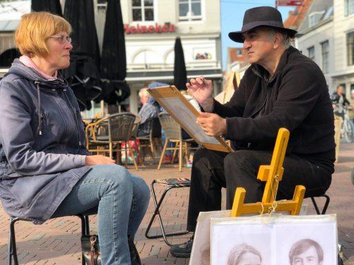 Afbeelding #000 voor het verhaal Portretten van Ashot Safyan op de Markt in Middelburg