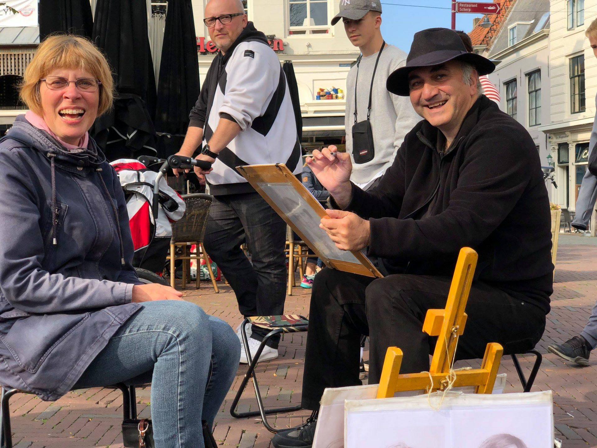 Afbeelding #001 voor het verhaal Portretten van Ashot Safyan op de Markt in Middelburg