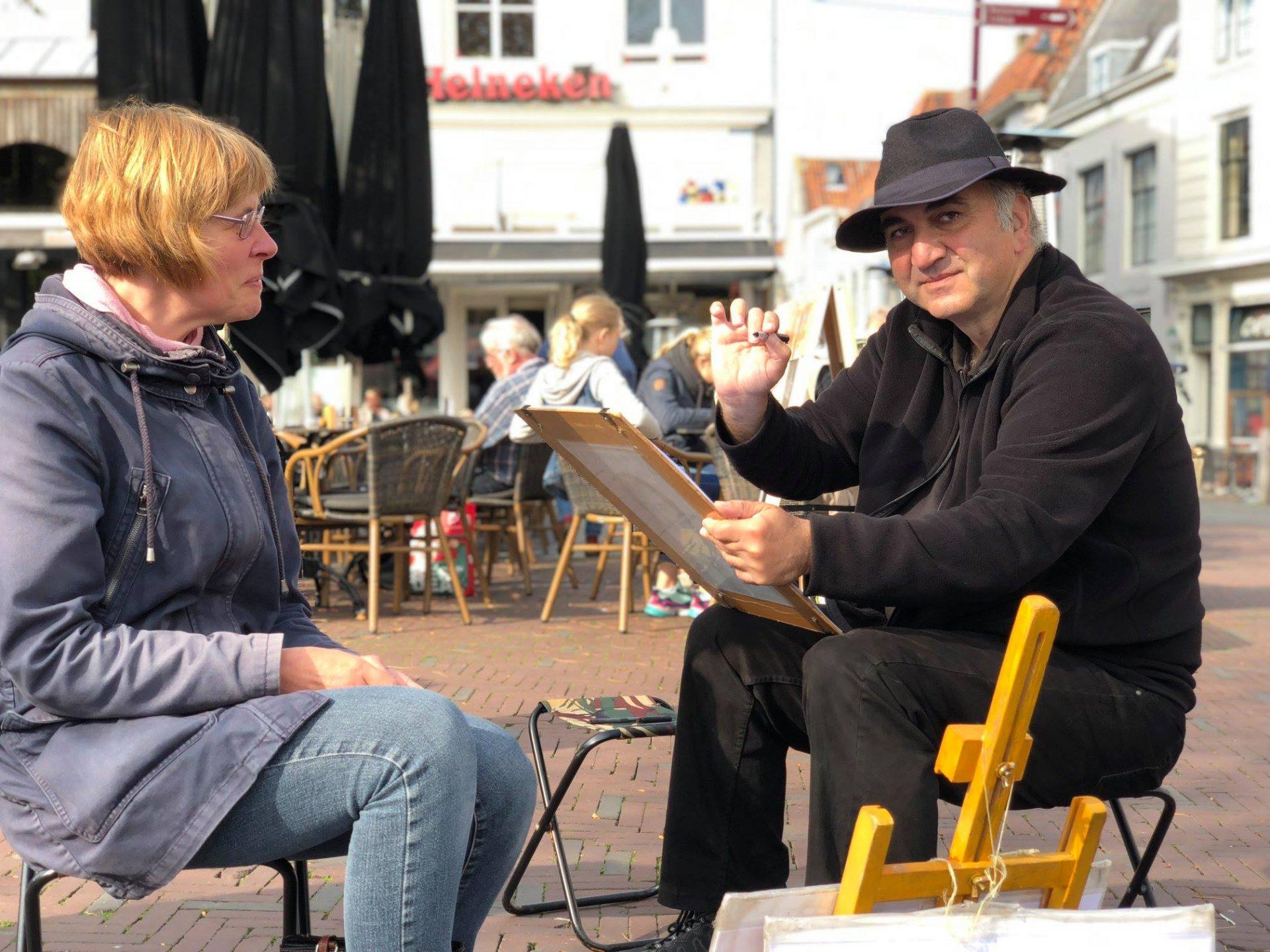 Afbeelding #002 voor het verhaal Portretten van Ashot Safyan op de Markt in Middelburg