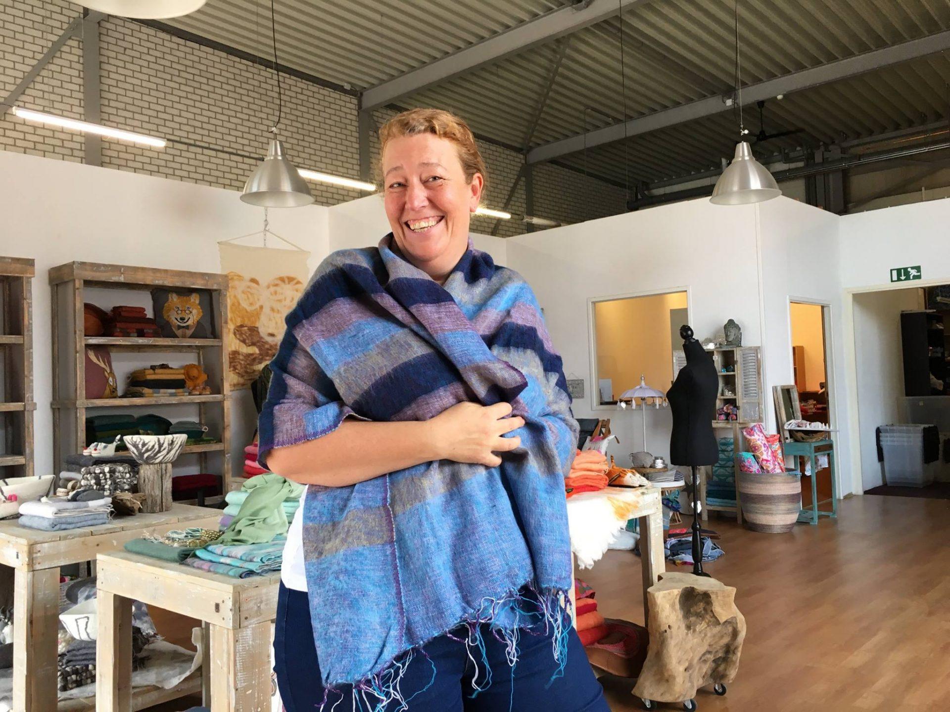 Afbeelding #000 voor het verhaal Sjaal met verhaal opent een showroom in Middelburg