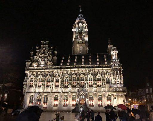 Afbeelding #000 voor het verhaal Stadhuisverlichting Middelburg genomineerd voor internationale DARC Awards