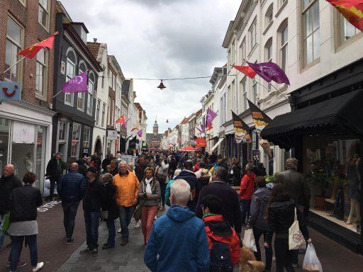 Afbeelding #000 voor het verhaal Stille zaterdag 2017 in Middelburg verre van stil