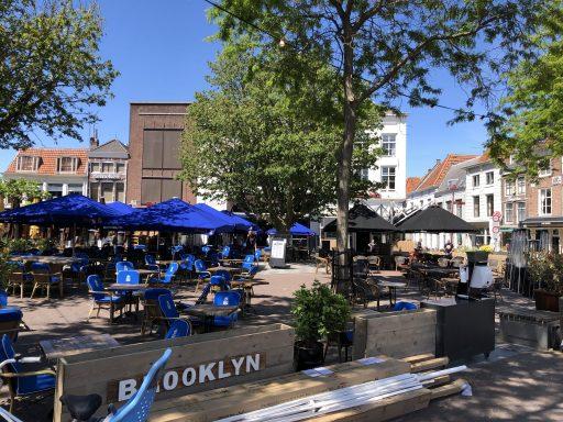 Afbeelding #001 voor het verhaal Stoeien met de proefopstelling van de zomerterrassen op de Markt e.o.
