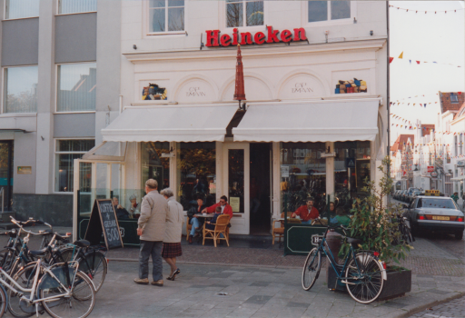 Afbeelding #000 voor het verhaal Uit de geschiedenis van Café Tympaan in Middelburg, 1993-2002
