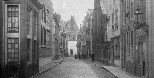 Afbeelding #001 voor het verhaal Uit de geschiedenis van juwelier de Jong in de Sint Pieterstraat