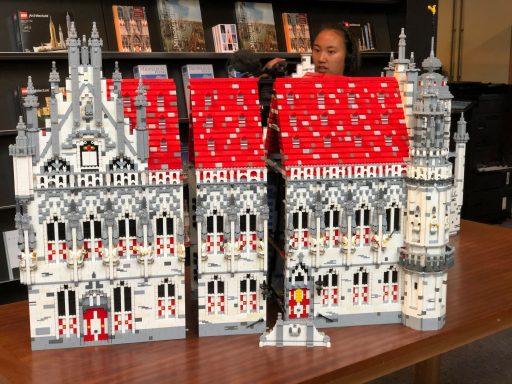 Afbeelding #001 voor het verhaal Vanaf nu te zien in De Drvkkery: het stadhuis van Middelburg in LEGO