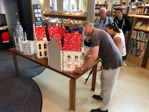 Afbeelding #003 voor het verhaal Vanaf nu te zien in De Drvkkery: het stadhuis van Middelburg in LEGO