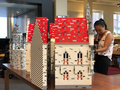 Afbeelding #004 voor het verhaal Vanaf nu te zien in De Drvkkery: het stadhuis van Middelburg in LEGO
