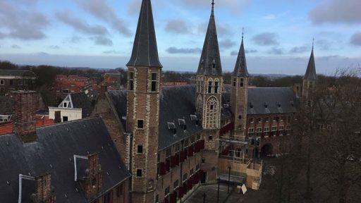 Afbeelding #000 voor het verhaal Video: een rondleiding door en over de Abdij van Middelburg