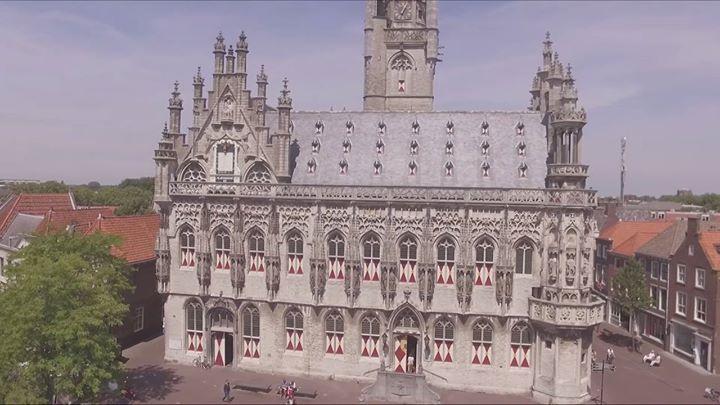 Afbeelding #000 voor het verhaal Video: Middelburg Abdij en Stadhuis, 10 juli 2016 (Drone)