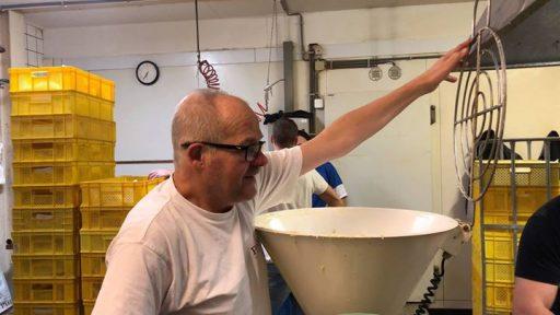 Afbeelding #000 voor het verhaal Video: Oliebollen bakken in Bakkerij Maljaars