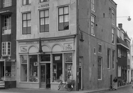 Afbeelding #001 voor het verhaal Vlasmarkt Middelburg, begin jaren 60, in 26 foto's