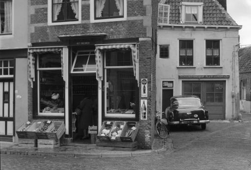 Afbeelding #002 voor het verhaal Vlasmarkt Middelburg, begin jaren 60, in 26 foto's