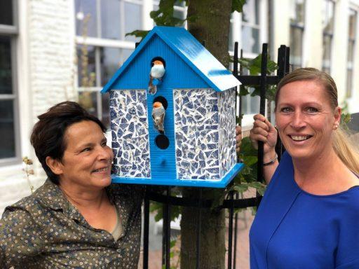 Afbeelding #000 voor het verhaal Vrolijk en kleurrijk: vogelhuisjes in de Segeersstraat