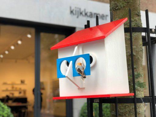 Afbeelding #003 voor het verhaal Vrolijk en kleurrijk: vogelhuisjes in de Segeersstraat