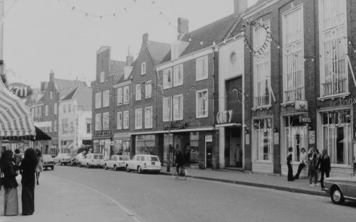 Afbeelding #000 voor het verhaal Wandelen door de Lange Delft in Middelburg, 1970-1988