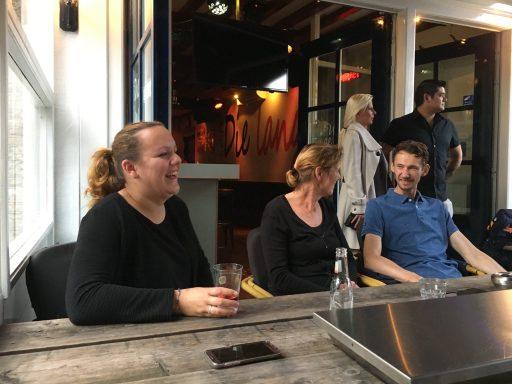 Afbeelding #001 voor het verhaal Welkom bij de VOM, Café Die Lange!