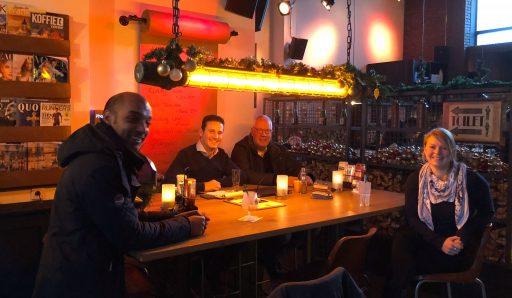 Afbeelding #000 voor het verhaal Welkom bij de VOM, Grand Café Brooklyn