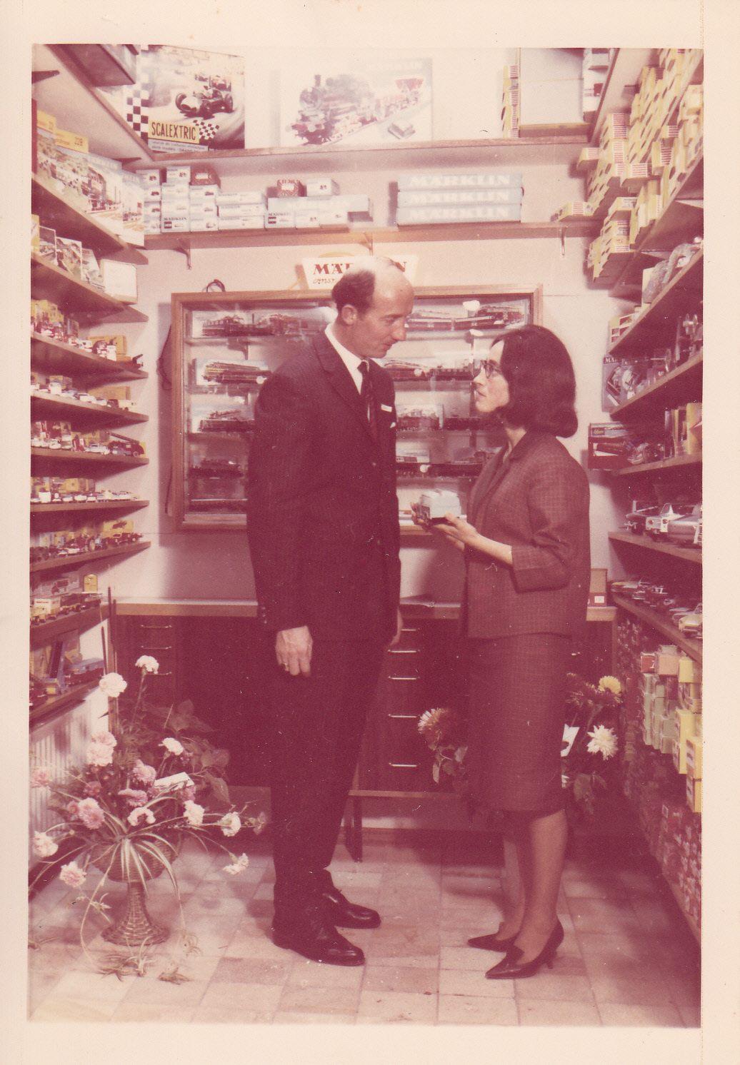 Afbeelding #000 voor het verhaal Winkels van toen: Speelgoedhuis Oké in de Langeviele