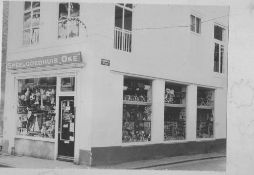 Afbeelding #001 voor het verhaal Winkels van toen: Speelgoedhuis Oké in de Langeviele