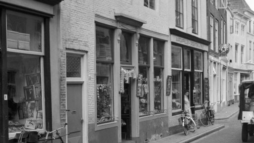 Afbeelding #000 voor het verhaal Winkels van weleer: 't Jantje van Alles in de Korte Noordstraat in Middelburg