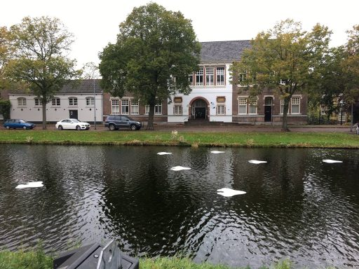 Afbeelding #000 voor het verhaal Zeven witte bladeren in de Herengracht