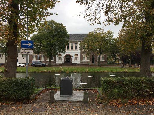 Afbeelding #003 voor het verhaal Zeven witte bladeren in de Herengracht