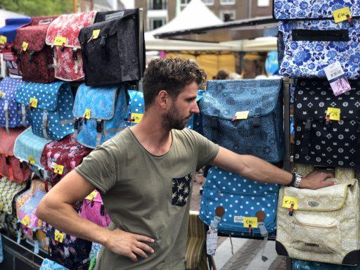 Afbeelding #000 voor het verhaal Zij zijn De Markt! Een kijkje in de kraam van Roy Nieuwelaar