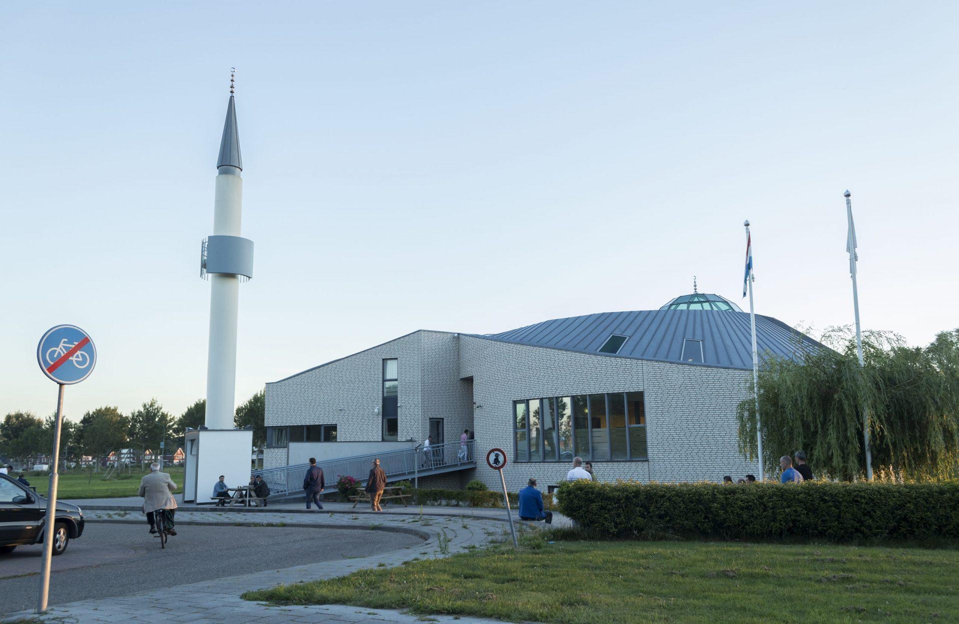 Afbeelding #000 voor het verhaal Zij zijn De Stad: de Yildirim Beyazit Moskee door de lens van Sam Sampat