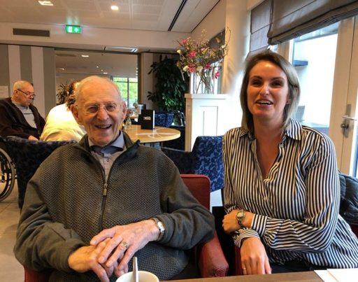 Afbeelding #000 voor het verhaal Zwaaien naar Middelburgse ouderen