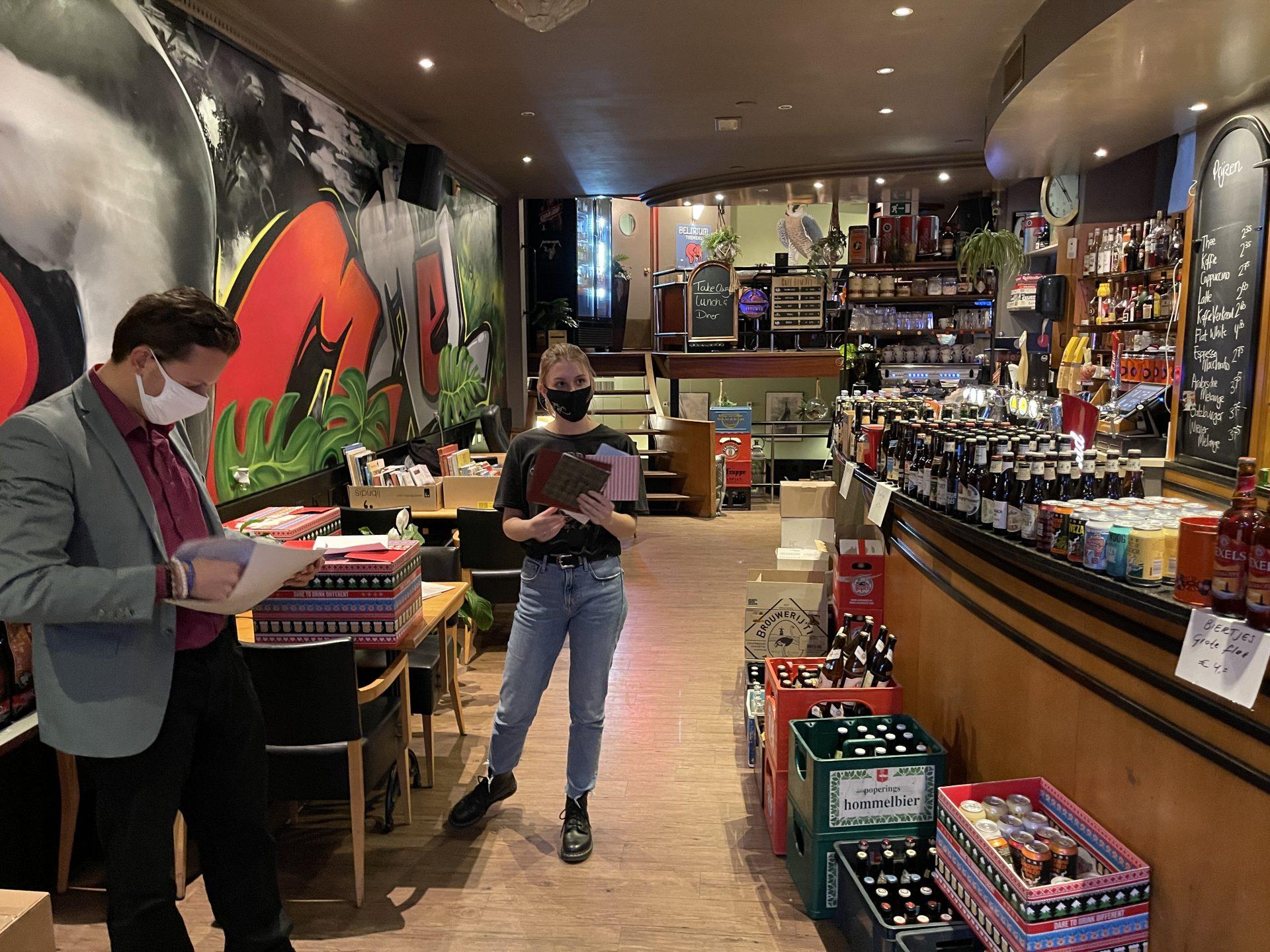 Afbeelding #002 voor het verhaal Lieve brieven voor Jasmijn van Café Bommel in Middelburg