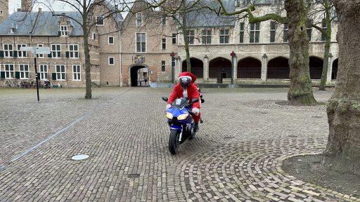 Afbeelding #001 voor het verhaal Het verhaal achter de motorrijdende Kerstman van Middelburg