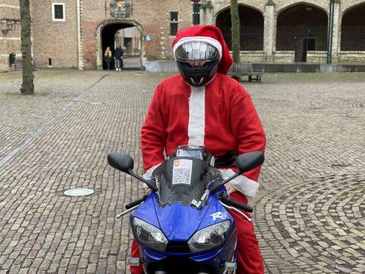 Afbeelding #002 voor het verhaal Het verhaal achter de motorrijdende Kerstman van Middelburg