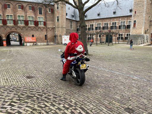 Afbeelding #004 voor het verhaal Het verhaal achter de motorrijdende Kerstman van Middelburg