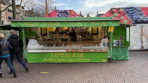 Afbeelding #002 voor het verhaal De Mediterraanse specialiteiten van Nazir Ahmed op Weekmarkt Middelburg