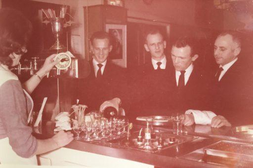Afbeelding #001 voor het verhaal Van Nederlands Koffiehuis tot Ko-Bus: uit de archieven van de familie Goossen