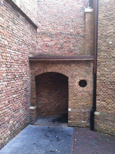 Afbeelding #015 voor het verhaal Over de geschiedenis van Middelburgse urinoirs
