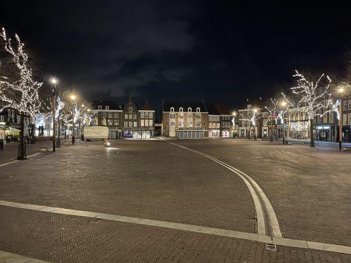Afbeelding #001 voor het verhaal Avondklokstilte in Middelburg: maar we hebben wel gelachen
