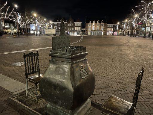 Afbeelding #003 voor het verhaal Avondklokstilte in Middelburg: maar we hebben wel gelachen