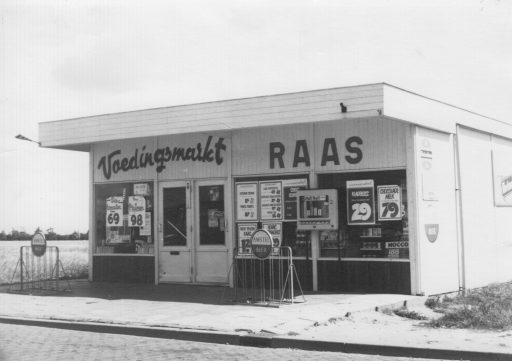 Afbeelding #006 voor het verhaal Middelburg, jaren zestig: de voedingsmarkt en noodwinkel van de familie Raas