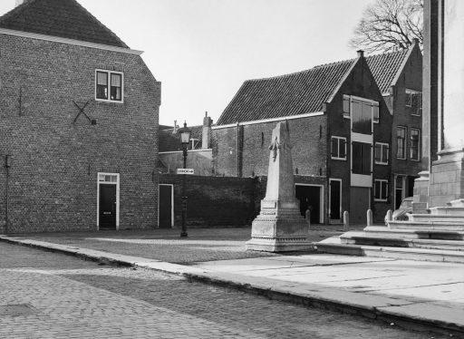 Afbeelding #001 voor het verhaal Over de geschiedenis van Middelburgse urinoirs