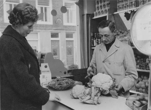 Afbeelding #027 voor het verhaal Middelburgse Winkelgeschiedenis: Groenten- en Fruithandel W. Verstraate in de Langeviele