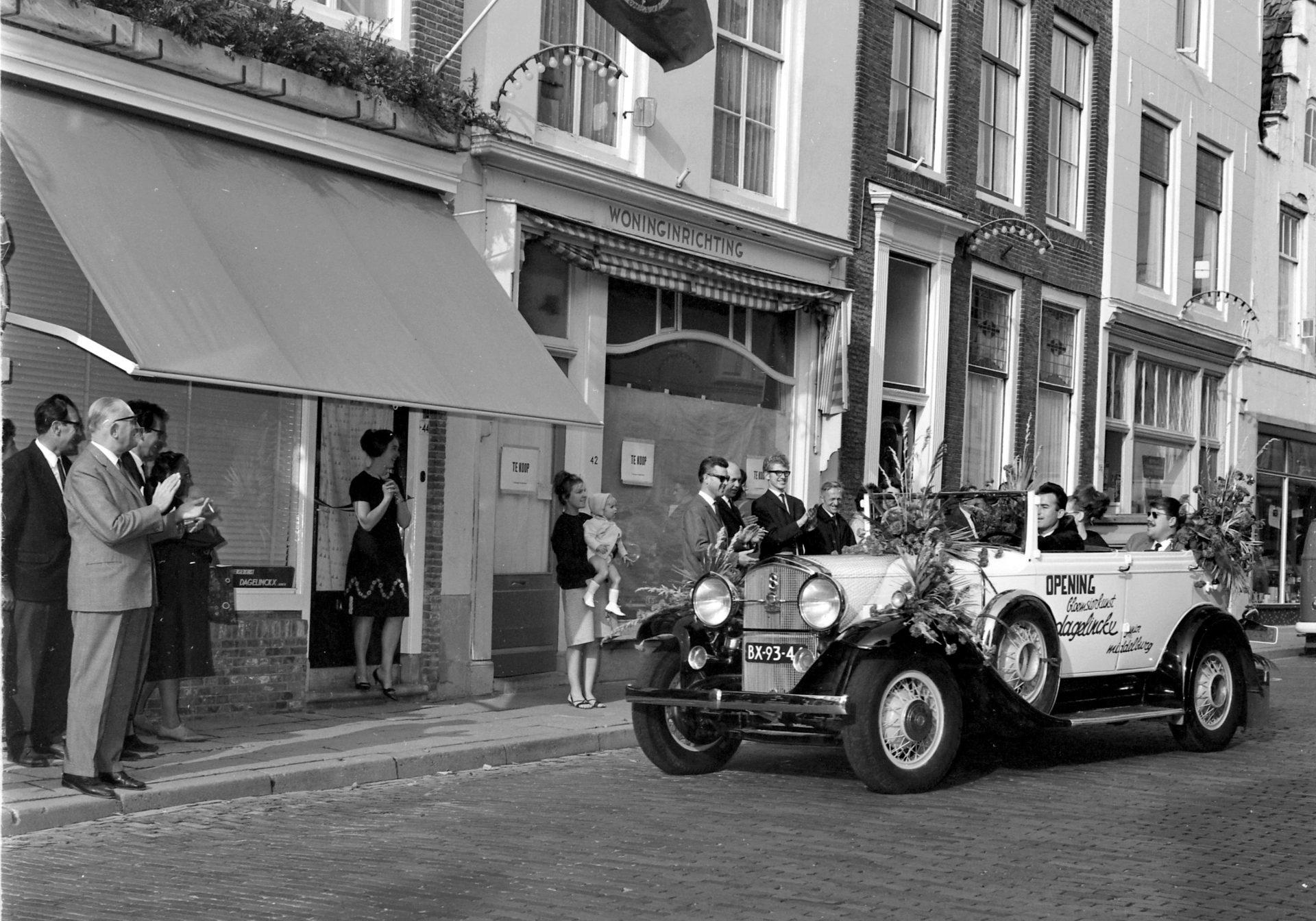Afbeelding #000 voor het verhaal De opening van Bloemisterij Dagelinckx in de Langeviele in Middelburg, 1965