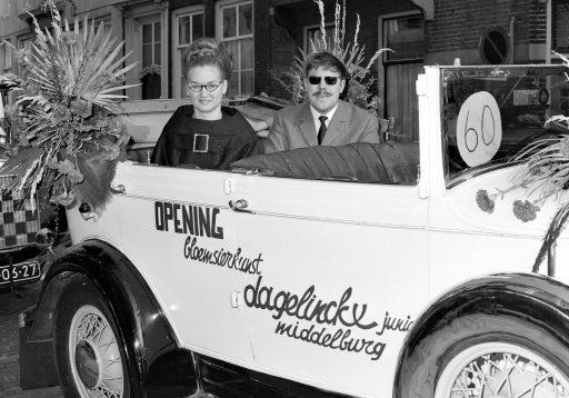 Afbeelding #001 voor het verhaal De opening van Bloemisterij Dagelinckx in de Langeviele in Middelburg, 1965
