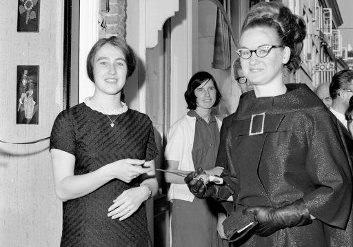 Afbeelding #003 voor het verhaal De opening van Bloemisterij Dagelinckx in de Langeviele in Middelburg, 1965
